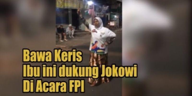 Bawa Keris Ibu ini Dukung Jokowi di Acara FPI